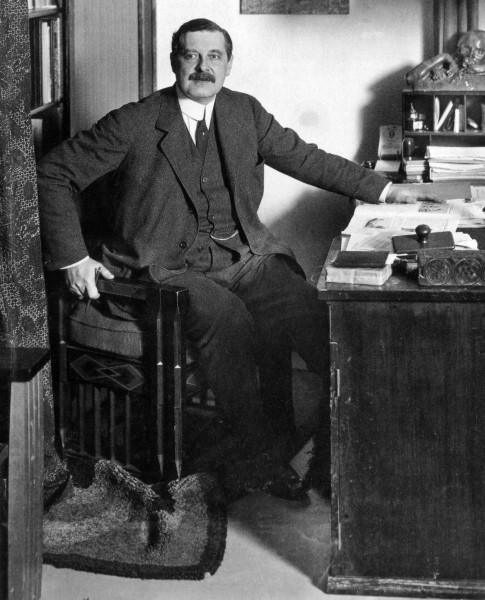 Peter_Behrens,_um_1913
