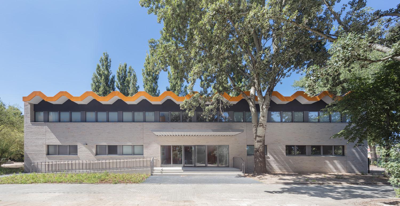 Sporthalle Richard-Wagner-Grundschule, Berlin. Architekur: Maedebach&Redeleit Architektur (Fotografie Werner Huthmacher, Berlin)